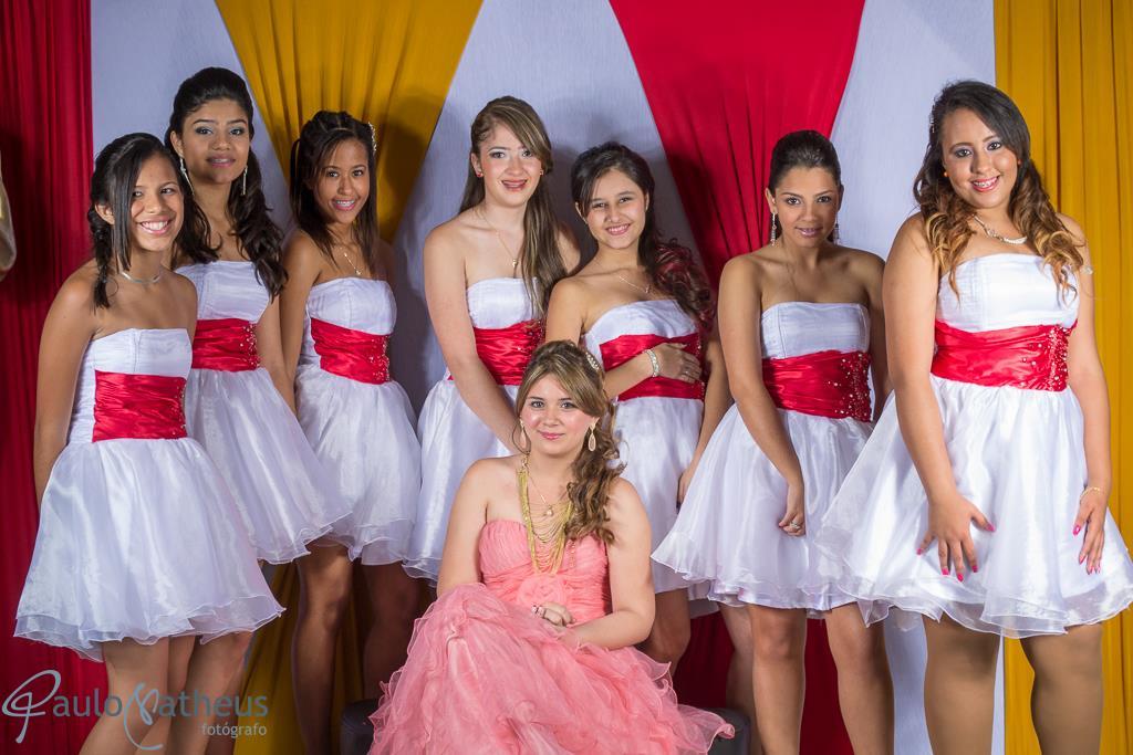 Fotografia de debutante na festa pose com as amigas