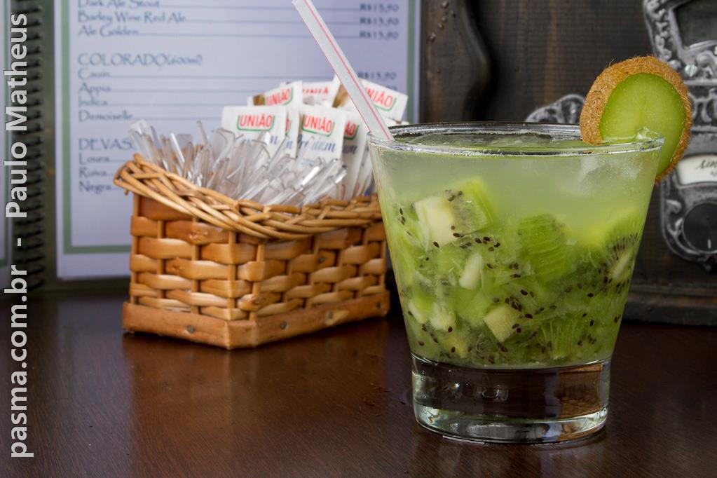 caipirinha de kiwi em fotografia de gastronomia