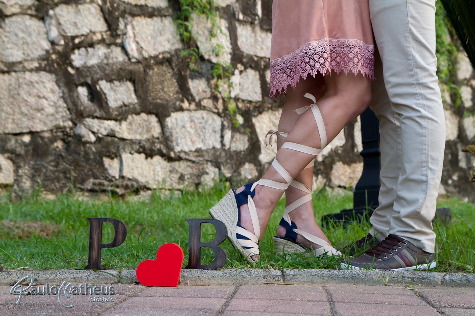fotografia dos pés em saio fotográfico de casal em pré wedding