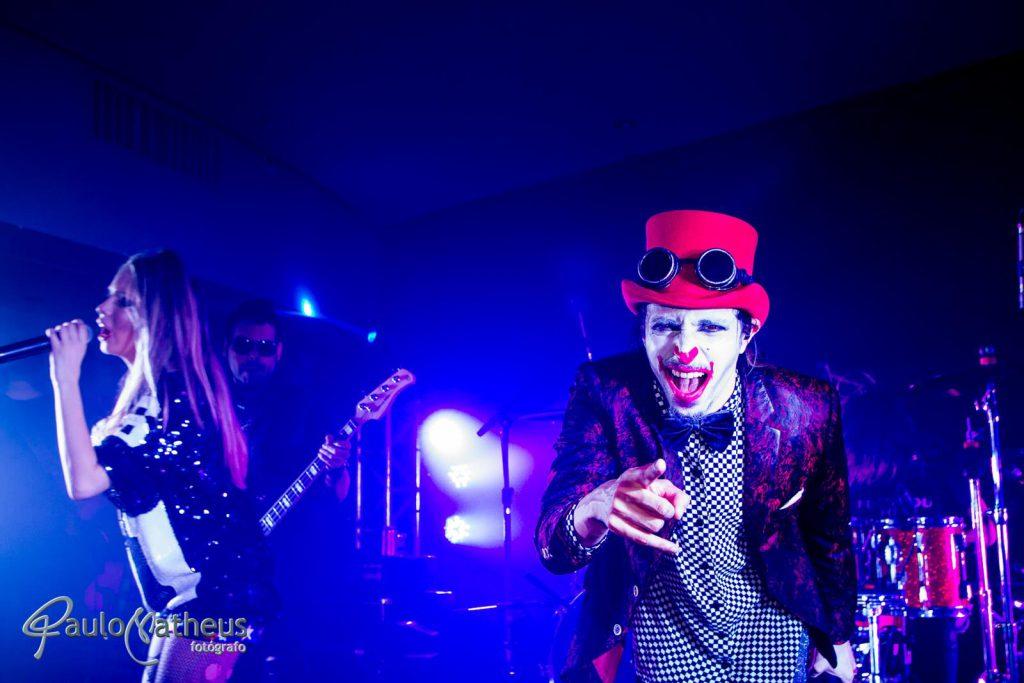 fotografia de show com banda ao vivo