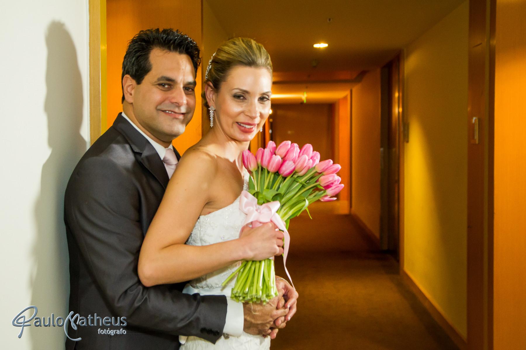 Fotografia do casal no corredor em casamento no Hotel Hyatt em São Paulo