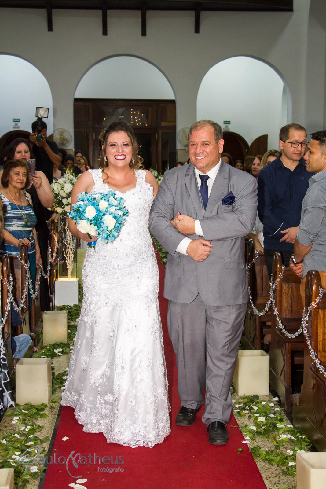 fotógrafo de casamento no abc registra a entrada da noiva