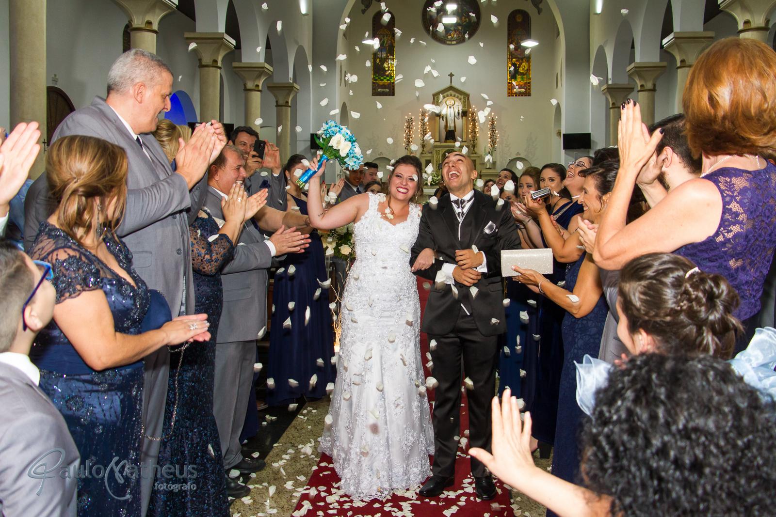 Saída da igreja  por fotógrafo de casamento no abc Paulo Matheus