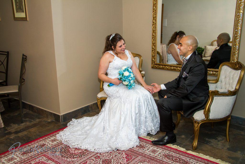casal namorando no casamento