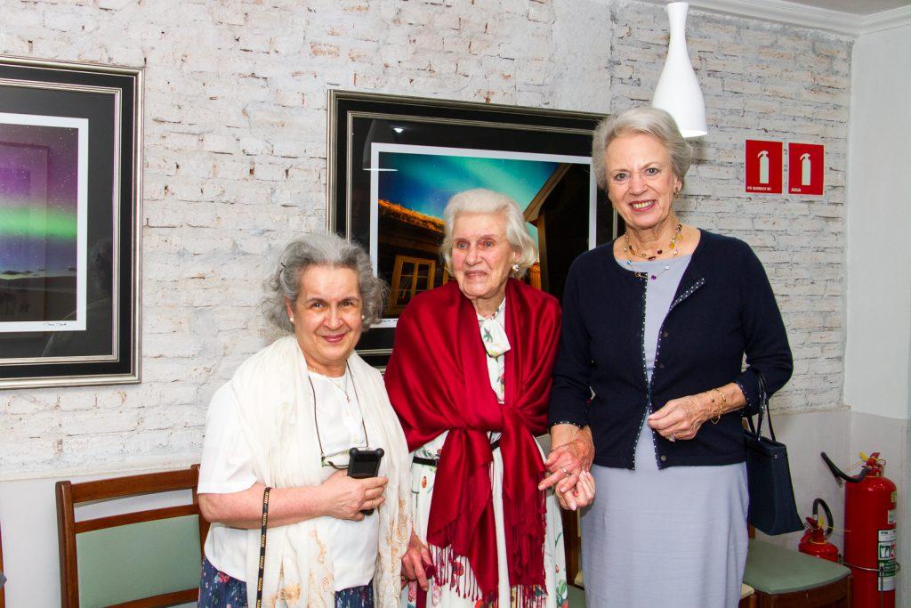 fotografia com centenária na visita da Princesa Benedikte da Dinamarca no Brasil