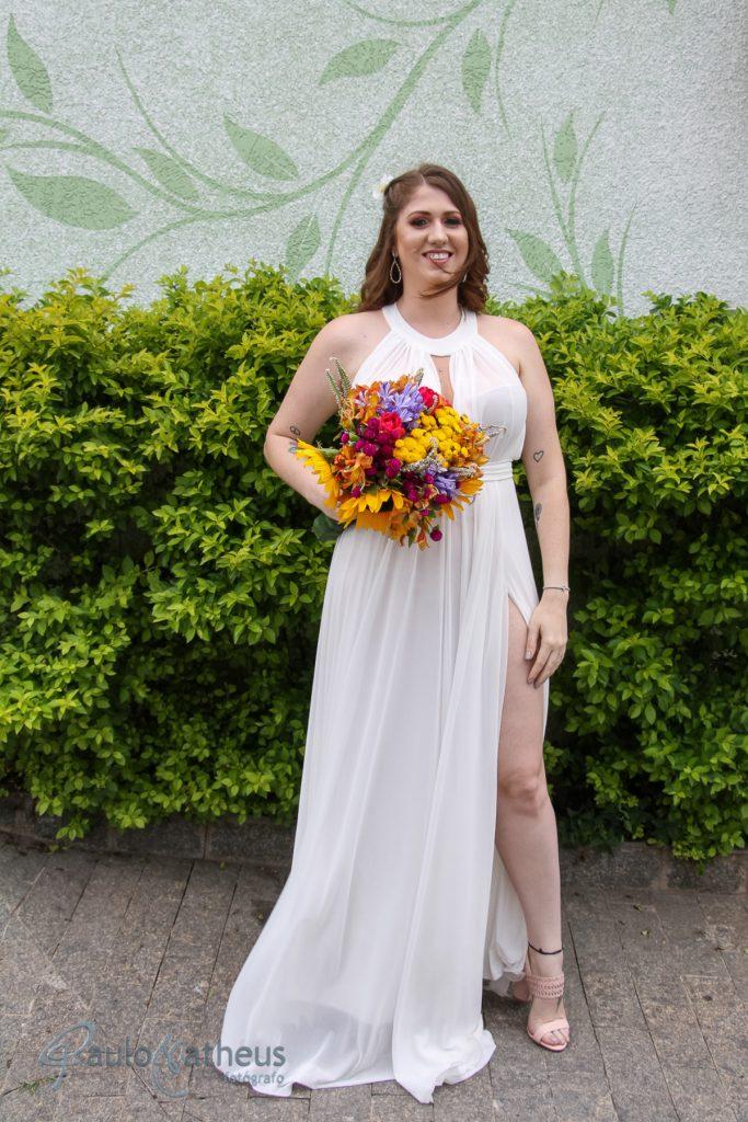 Noiva posando para fotógrafo de casamento em Guarulhos