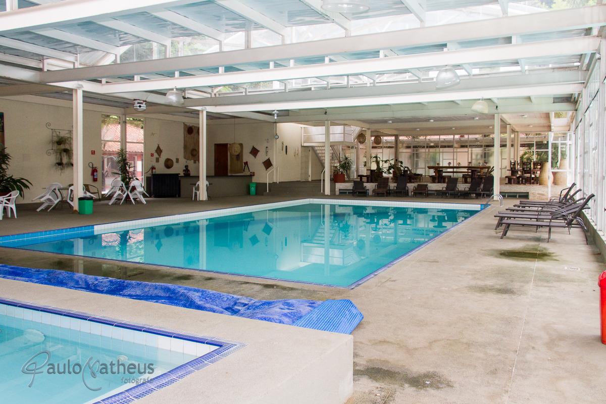 Piscina coberta no Hotel Rancho Silvestre confraternização da empresa Liotécnica
