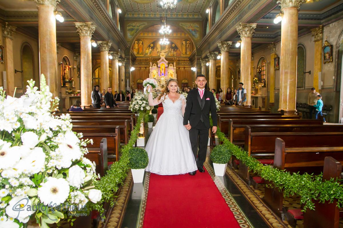 Noivos saindo da igreja por Fotógrafo Para Casamento na Penha Paulo Matheus