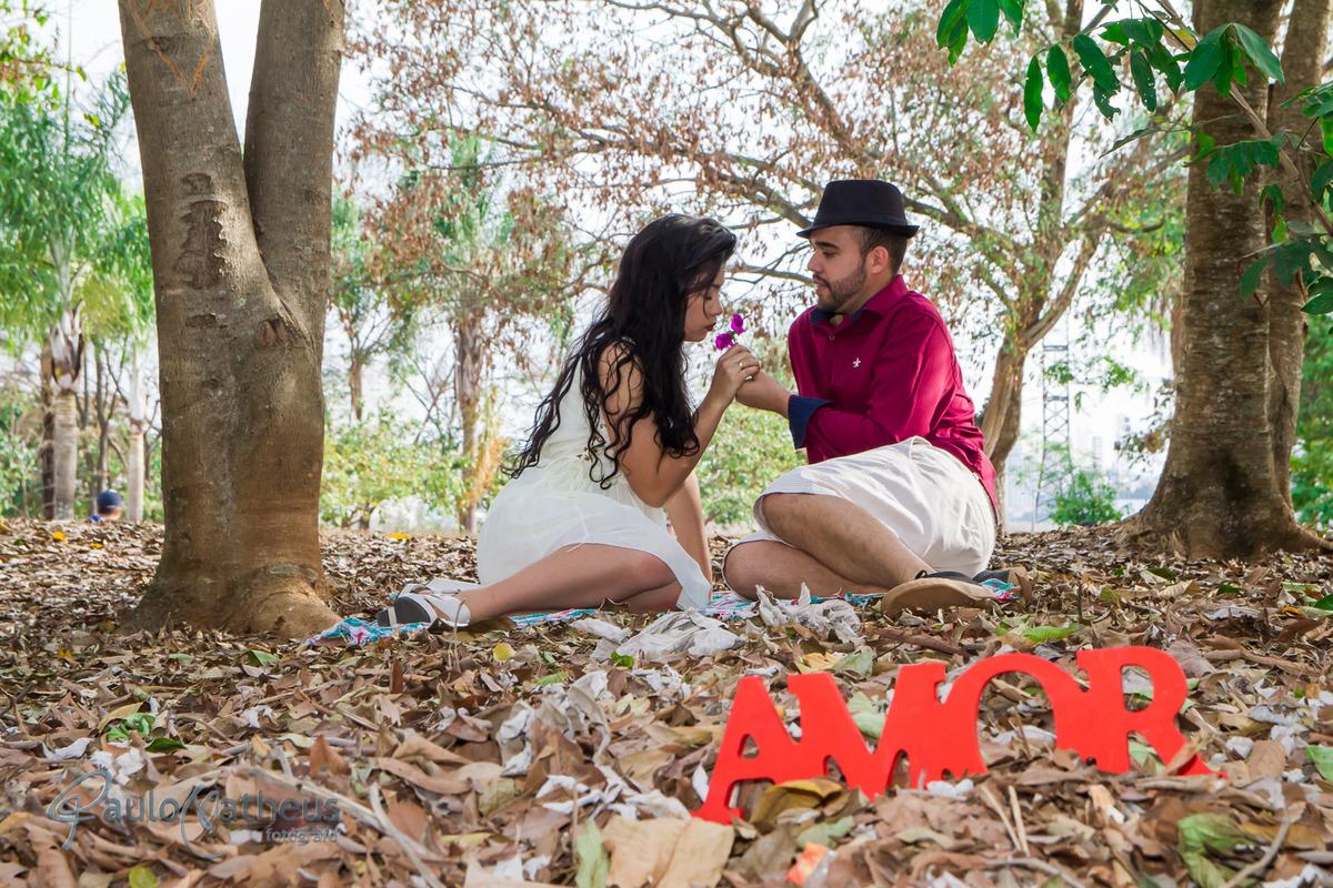 ensaio de casal por Paulo Matheus no parque Villa Lobos
