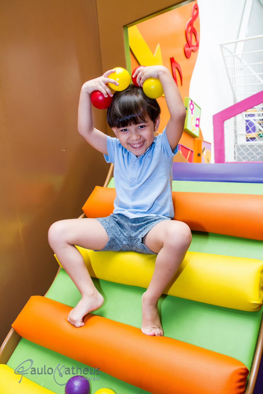 Fotografia de Davi se divertindo em festa de aniversário infantil no abc