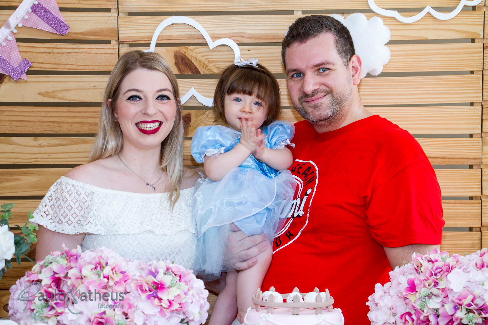 fotografia na mesa do bolo em festa de um ano
